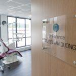Cabinet dentaire avec plusieurs fauteuils de soins
