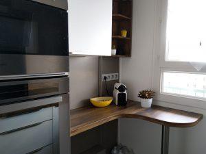 Pose d'une cuisine neuve et moderne